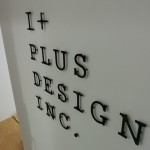 室内でステンレス切文字の施工