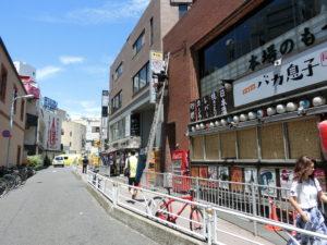 渋谷センター街 袖看板シートはがし