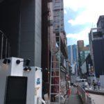 渋谷センター街:占い館の看板のシートはがし