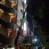 港区南青山:テナントビルの袖看板の蛍光灯交換と文字シート貼り